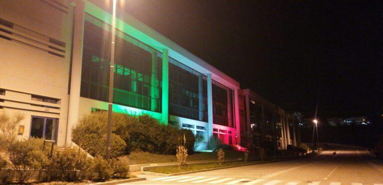 Teramo, il Campus universitario si illumina con il tricolore FOTO