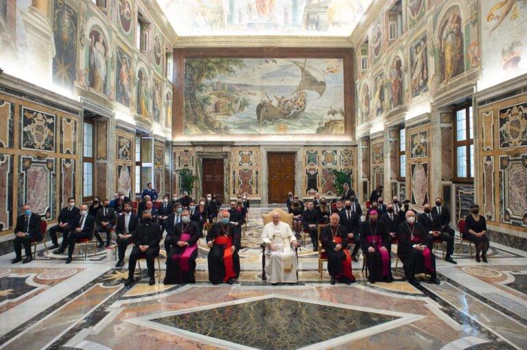 Autorità in Vaticano per il presepe di Castelli: il saluto di Papa Francesco FOTO VIDEO