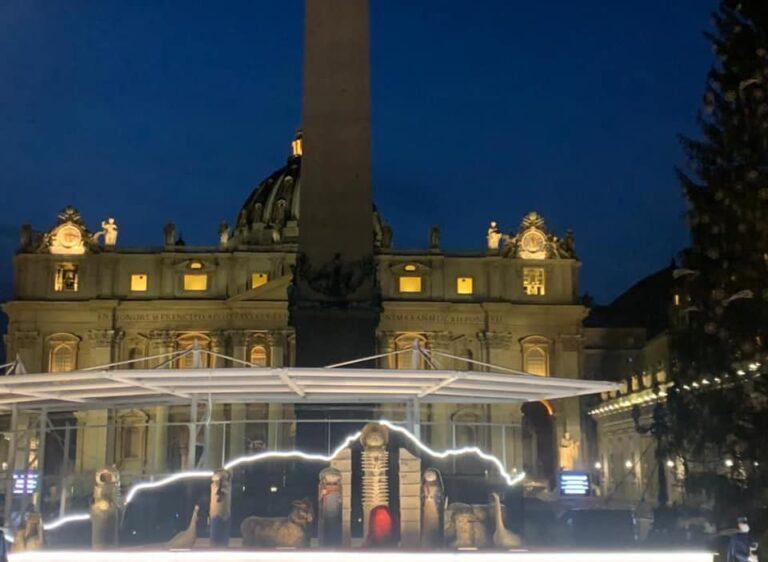 Piazza San Pietro: acceso il presepe di Castelli VIDEO