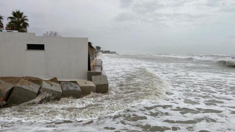 Alba Adriatica, mare in tempesta: arenile azzerato nella zona nord FOTO VIDEO