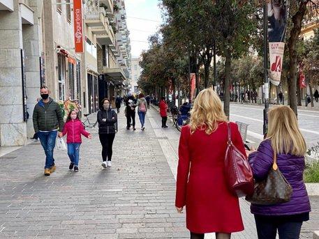 """Abruzzo, secondo giorno in """"arancione"""": luci e ombre sul commercio"""