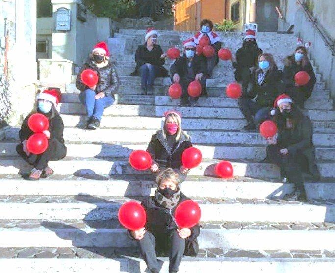 Sant'Omero, flash mob dei commercianti del centro storico
