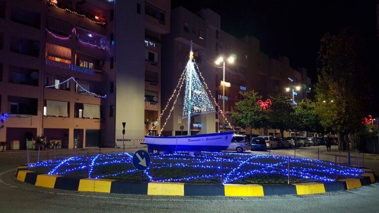 Giulianova, Babbo Natale a scuola e al mercato dell'Annunziata