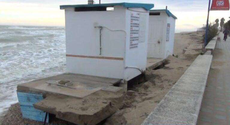 Maltempo sulla costa, i primi effetti della mareggiata da scirocco con onda alta anche 2 metri