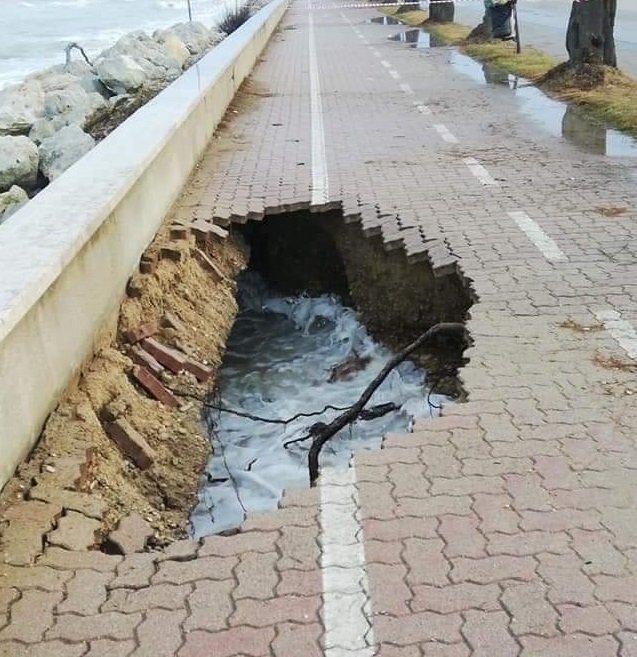 Roseto, erosione: sprofonda il tratto della pista ciclabile sul lungomare sud NOSTRO SERVIZIO