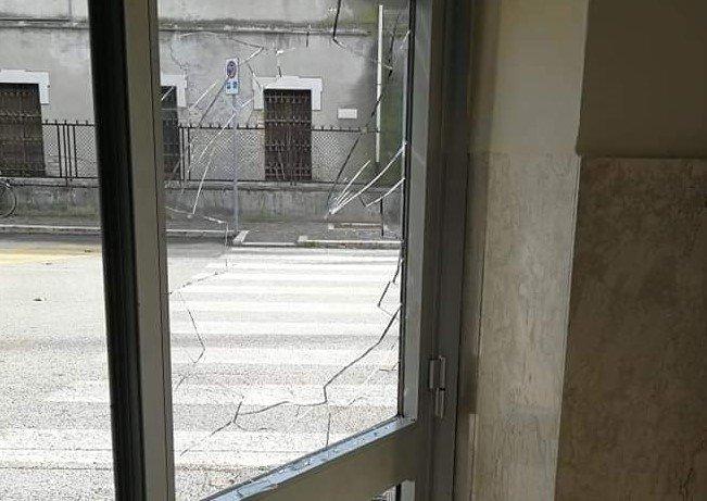 Alba Adriatica, denunciati e multati i vandali della stazione ferroviaria