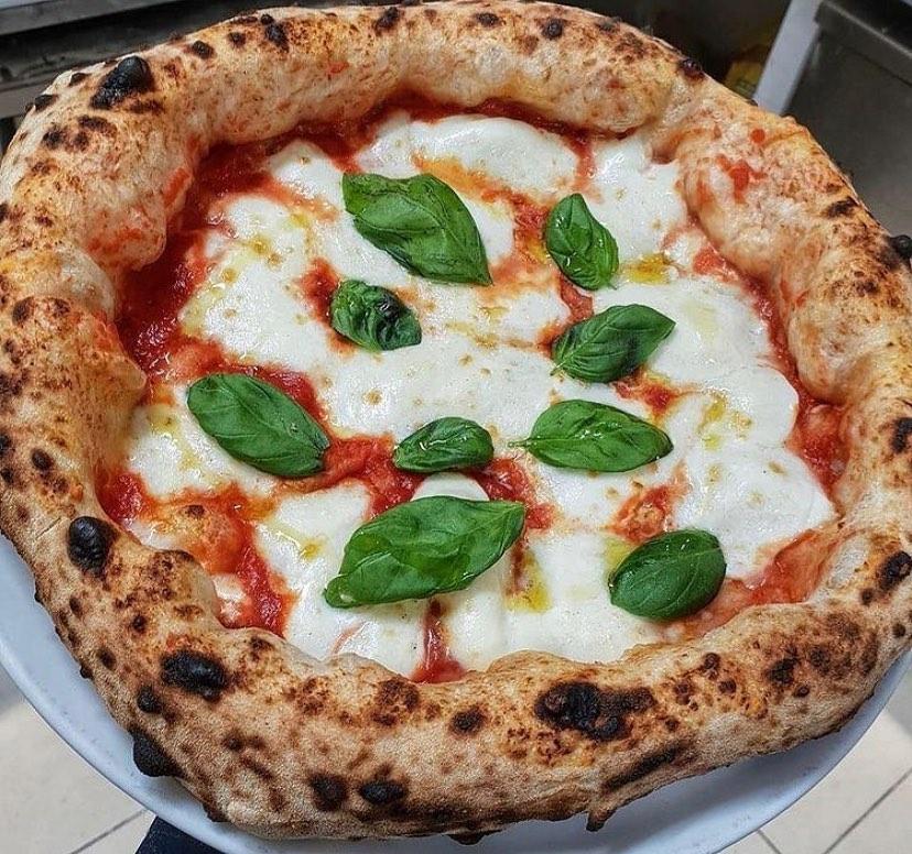 Achille Pizzeria professionalità e dedizione sia a pranzo, sia a cena!