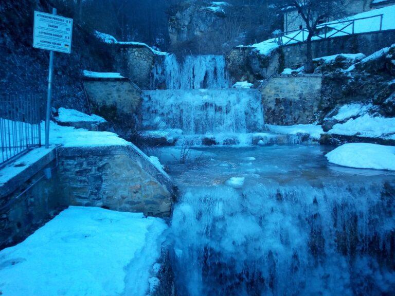 Pietracamela, ghiacciato il Rio della Porta FOTO