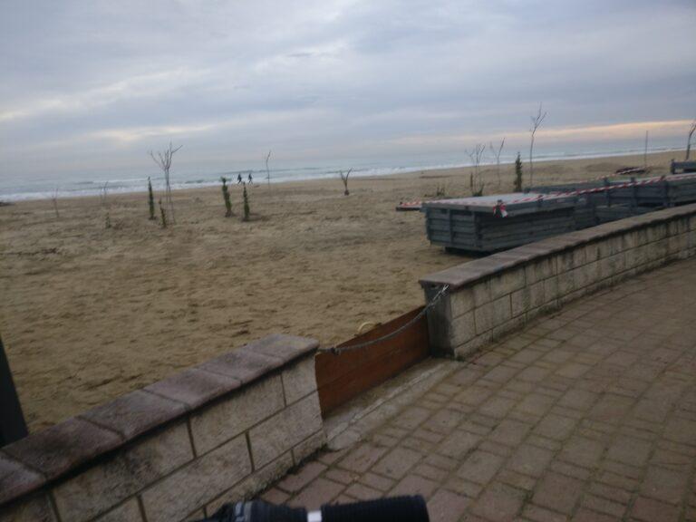 Tortoreto, attrezzature e giochi da rimuovere dalla spiaggia: i provvedimenti