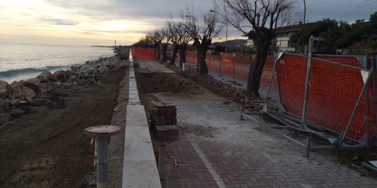 Roseto, iniziati i lavori per ripristinare la pista ciclopedonale danneggiata dalla mareggiata. Dalla Regione 70mila euro