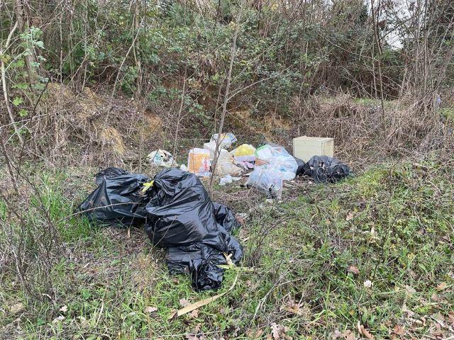 Chieti, abbandono di rifiuti: multe da 600 euro per i trasgressori