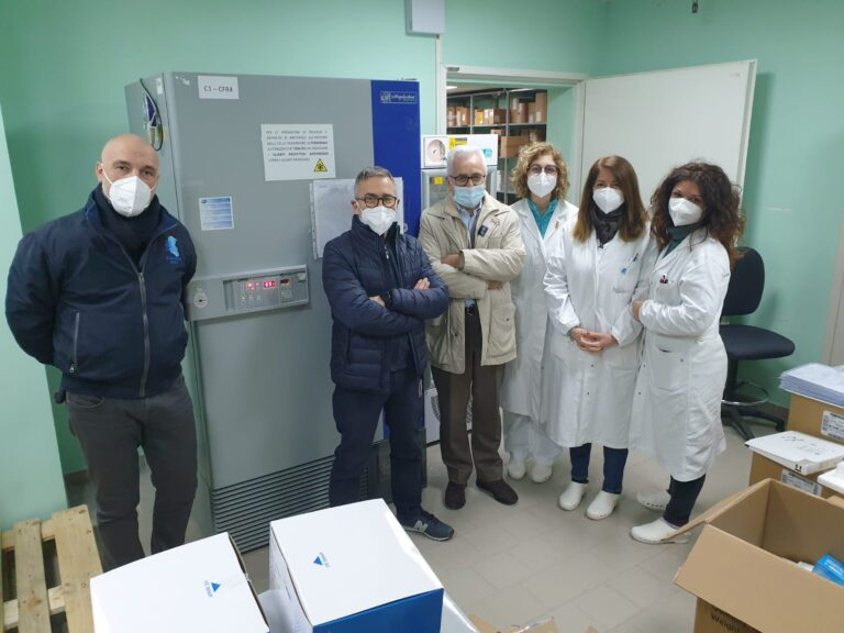 Pescara, donato alla Asl un frigorifero per i vaccini anti-covid