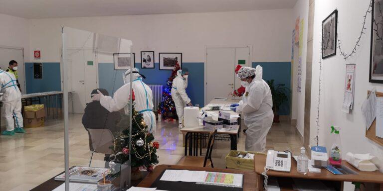 Pescara, screening covid: 2 positivi su 1800 studenti delle medie