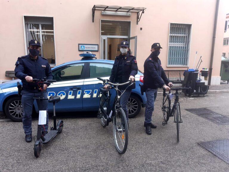 Pescara, monopattini, bici e smartphone rubati: denunciato