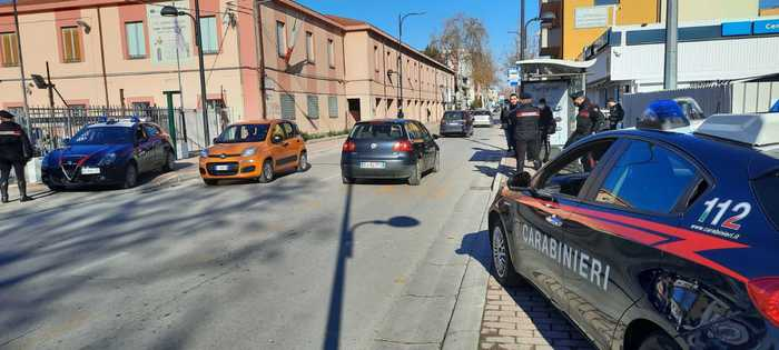 Pescara, controlli anti-covid dei carabinieri nelle scuole
