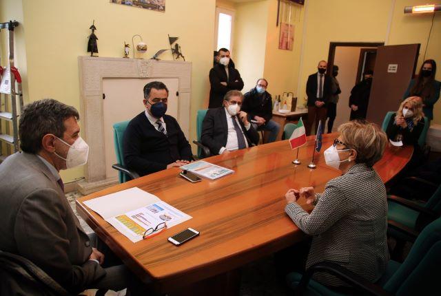 Covid, Marsilio incontra il sindaco di Guardiagrele VIDEO