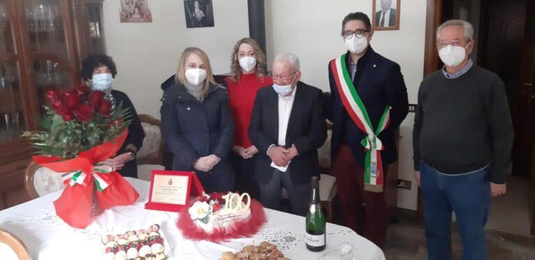 """Sant'Omero in festa per i 100 anni di """"nonno"""" Gaetano FOTO"""