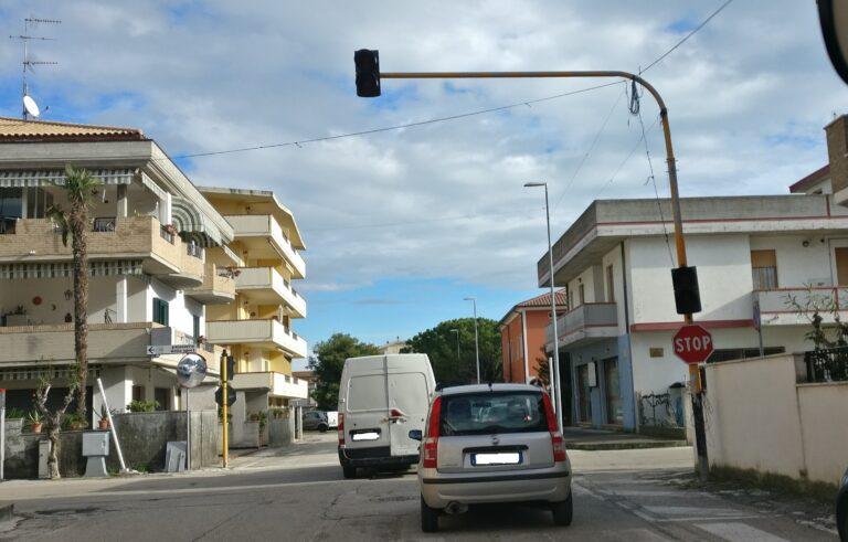 Alba Adriatica, ripristinare il semaforo a lampeggio in via dei Tigli: la richiesta