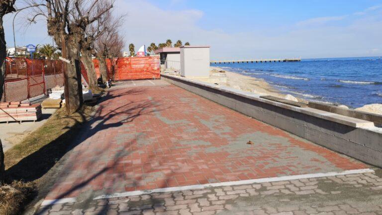 Roseto, ultimati i lavori di ripristino del lungomare sud. Un tratto era stato danneggiato dalla mareggiata NOSTRO SERVIZIO
