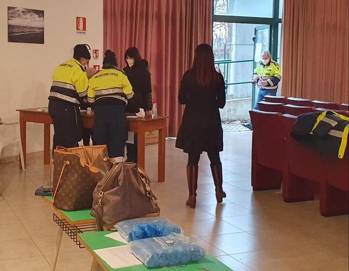 Covid, screening scolastico a Giulianova: 11 positivi (e 2 dubbi) su 220 tamponi
