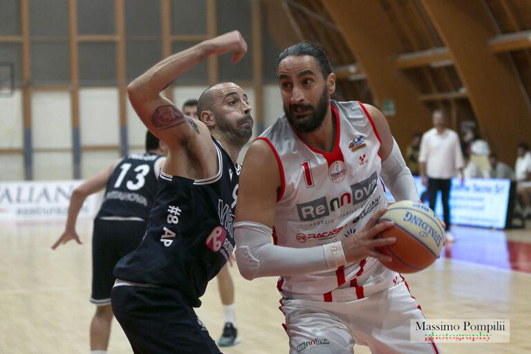 Basket, termina l'avventura di Simone Gatti con la Rennova Teramo