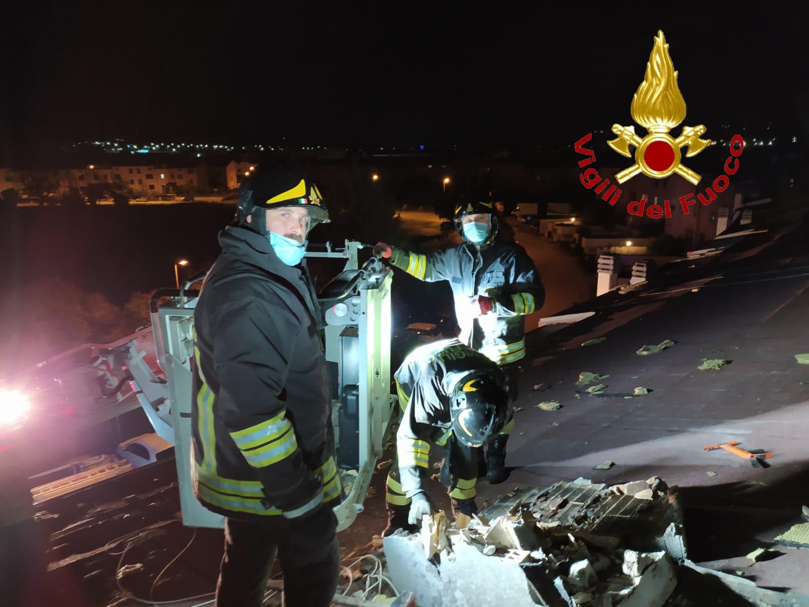 Vento forte, decine gli interventi del vigili del fuoco nella provincia di Teramo FOTO