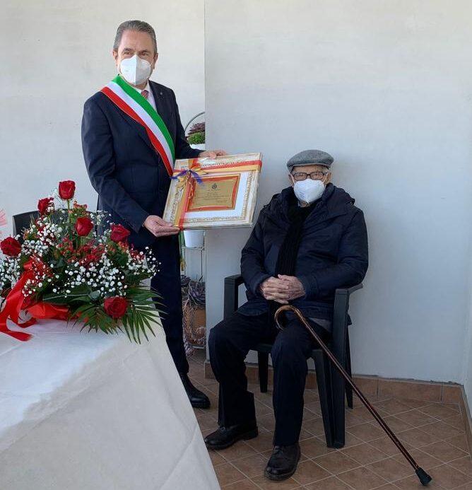 Penna Sant'Andrea: gli auguri del sindaco per i cento anni di Vittorio Secchini