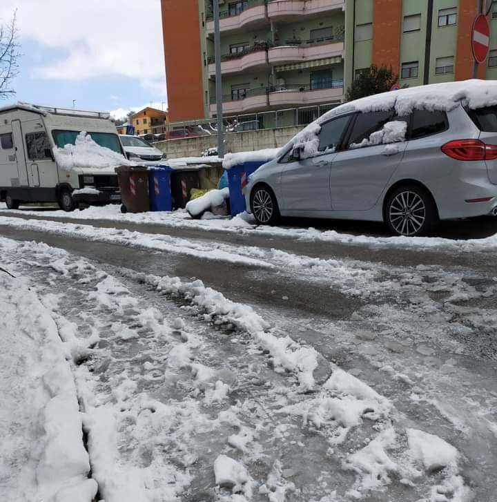 Teramo, ghiaccio sulle strade: l'operato del Comune e le polemiche FOTO VIDEO