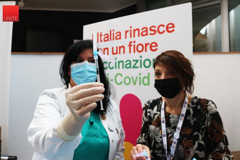 Covid, primo giorno di vaccini all'Università di Teramo FOTO