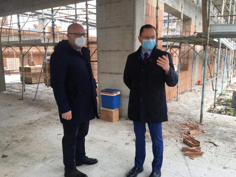 Cologna, al via il montaggio del tetto in legno della nuova palestra NOSTRO SERVIZIO