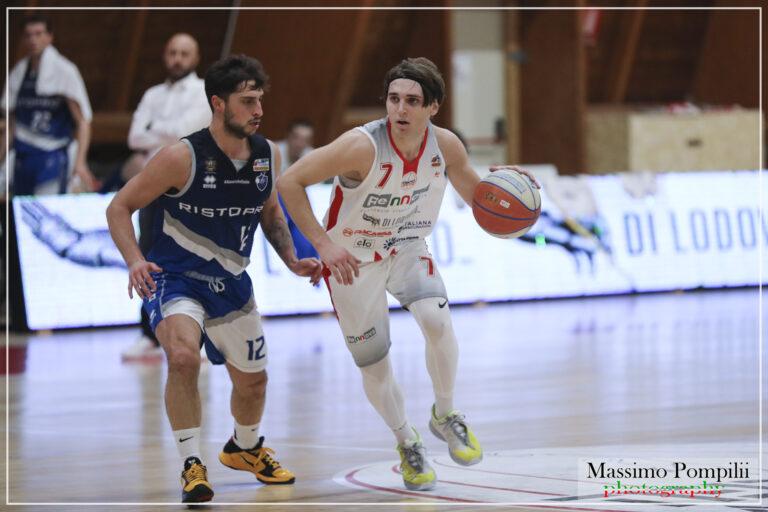Basket, beffa per la Rennova Teramo battuta nell'ultimo periodo da Fabriano (66-71)