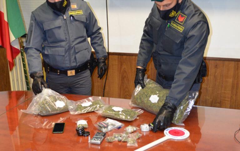 Pescara, fermato a piedi dalla finanza: arrestato con 1 chilo di droga