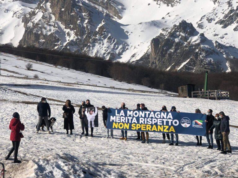 """Prati di Tivo: """"la montagna merita rispetto, non Speranza"""". La protesta"""