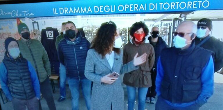Tortoreto, vertenza Betafence: la protesta dei lavoratori in diretta tv