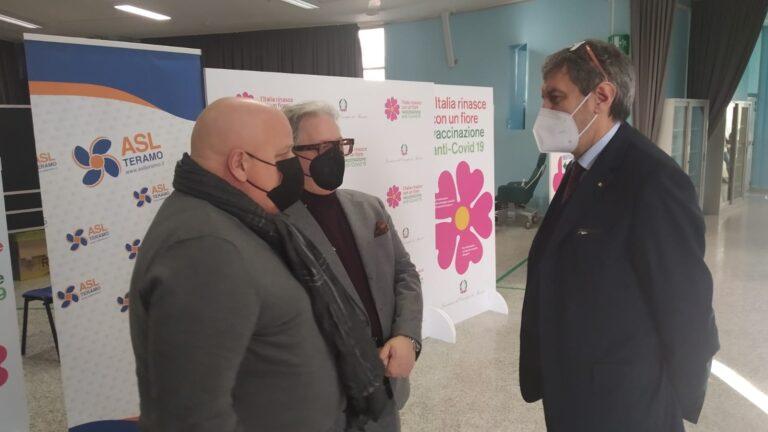 Covid, Marsilio in visita al centro vaccini di Teramo
