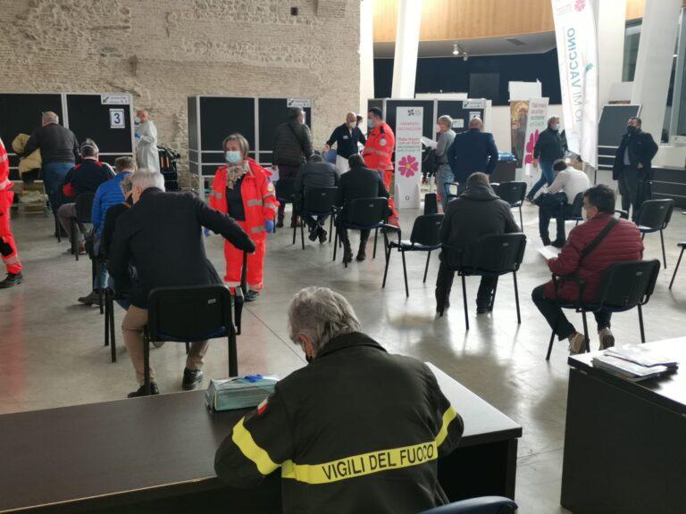 Covid, vaccinati i vigili del fuoco del comando provinciale di Teramo FOTO