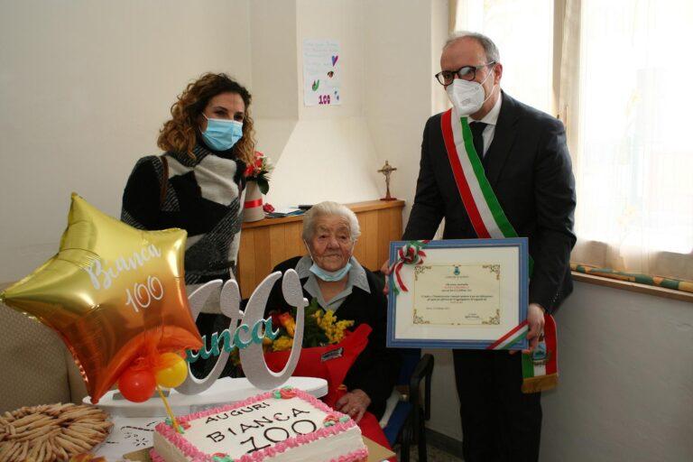 Pineto, cento anni per Bianca Cardarelli: omaggio dal Comune FOTO