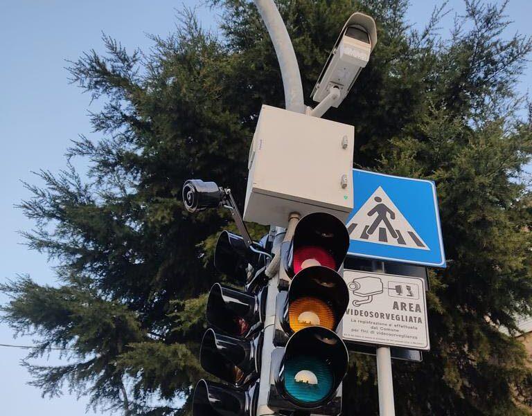 Città Sant'Angelo: semafori pedonali con telecamere a San Martino bassa