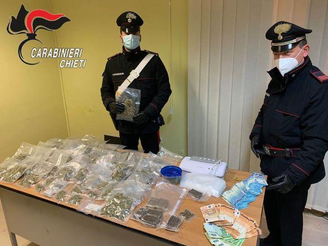 Spaccio nella zona rossa, i Carabinieri sequestrano marijuana e hashish: due arresti