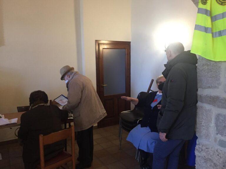 Civitella del Tronto, i primi anziani vaccinati a Santa Maria dei Lumi FOTO VIDEO