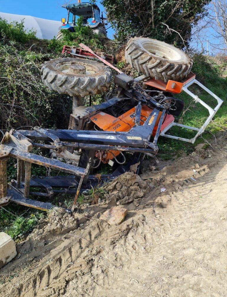 Teramo, si ribalta con il trattore a Spiano: condizioni gravi