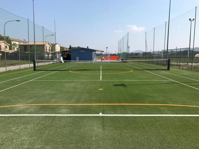 Per realizzare il tuo campo da gioco, contatta Tennis Service
