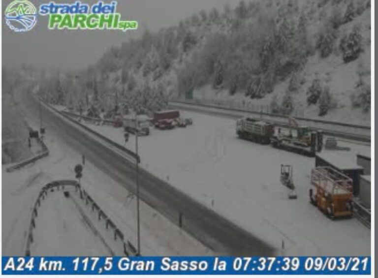 Nevica sull'A24 tra Valle del Salto e San Gabriele FOTO