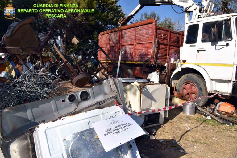 Pescara, scoperta discarica abusiva: 1400 tonnellate di rifiuti speciali senza controllo VIDEO-FOTO