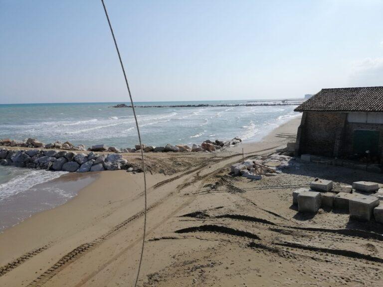 Silvi, le opere di difesa della costa hanno tenuto alla prima mareggiata