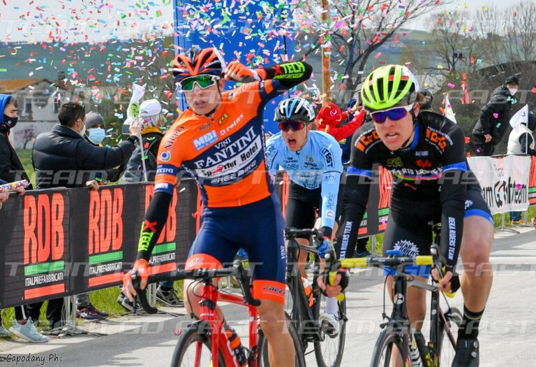 Ciclismo, trionfo dell'abruzzese Simone Aielli al Trofeo GLS-GS di Scerne
