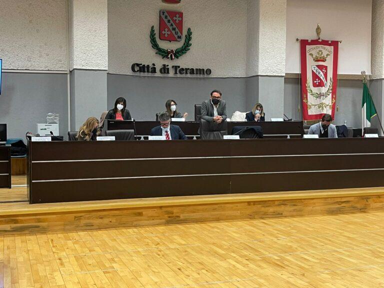 Teramo, il consiglio comunale ricorda Cristiano Di Domenicantonio e Liliana Serafini