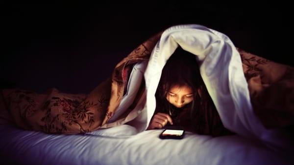 Esplode il vamping: adolescenti popolo della notte digitale. Tutta colpa della pandemia