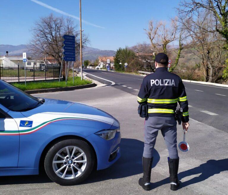 Pescara, non si ferma all'alt della Polizia: denunciata una donna