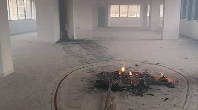 Avezzano, cane sgozzato e bruciato nel nuovo Municipio